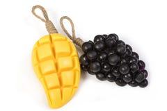 葡萄和芒果甘油自然肥皂 免版税库存照片