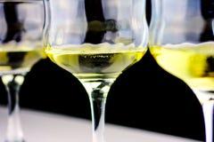葡萄和酒杯 免版税库存图片