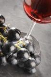 葡萄和酒 免版税库存图片