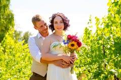 葡萄园婚礼夫妇画象 图库摄影