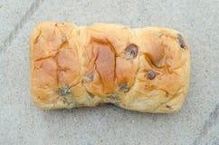 葡萄干面包去发霉的面包 免版税库存图片