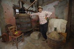葡萄新闻的酿酒商 库存图片