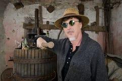 葡萄新闻的酿酒商 免版税图库摄影