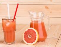 葡萄柚和汁液 图库摄影