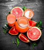 从葡萄柚的新鲜的汁液 免版税图库摄影