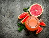 从葡萄柚的新鲜的汁液 免版税库存图片