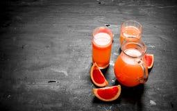 从葡萄柚的新鲜的汁液 免版税库存照片
