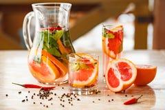 葡萄柚薄荷的柠檬水 免版税库存照片