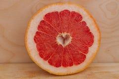 葡萄柚裁减心脏 免版税图库摄影