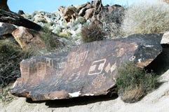 葡萄树峡谷刻在岩石上的文字,内华达 库存照片