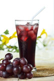 葡萄汁,健康饮料为放松 免版税库存图片