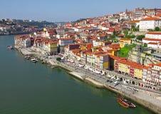 葡萄牙。波尔图市。杜罗河河堤防看法  库存照片