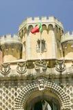 葡萄牙旗子飞行在Da贝纳王宫, Palï ¿ ½ cio da贝纳或者Castelo da贝纳,当通常知道,多数co 图库摄影