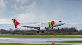 葡萄牙航空公司空中航线空中客车A320 库存图片