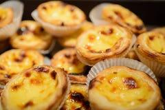 葡萄牙蛋馅饼 传统葡萄牙点心告诉了葡萄牙式奶油挞或pasteis de nata 免版税图库摄影