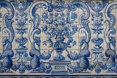 葡萄牙装饰瓦片在老房子里 免版税库存照片