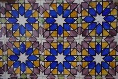 葡萄牙语绘了有五颜六色的几何装饰品的给锡上釉的瓷砖Azulejos 免版税图库摄影