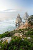 葡萄牙,辛特拉,罗卡角,普腊亚da Ursa的惊人的海滨 库存图片