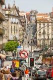 葡萄牙-其中一条街道在波尔图老镇 免版税库存图片