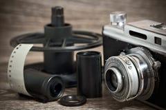 葡萄酒与影片卡式磁带的测距仪照相机 库存图片