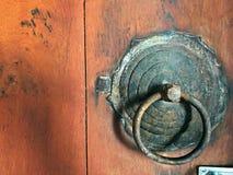 葡萄酒与木头的通道门环 库存图片