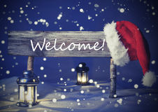 葡萄酒与标志,烛光的圣诞卡,节日快乐 免版税库存照片