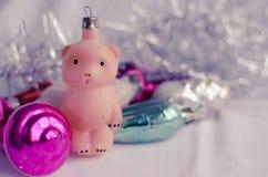 葡萄酒与玩具熊的圣诞节装饰品 免版税库存图片