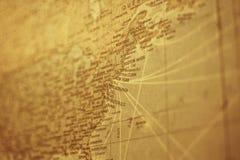 葡萄酒与老难看的东西纸的纽约地图 库存照片