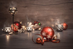 葡萄酒与蜡烛和装饰,文本的圣诞节背景 免版税库存照片