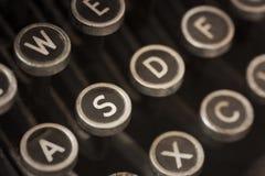 葡萄酒与难看的东西作用的打字机钥匙 免版税图库摄影