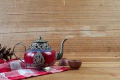 葡萄酒中国茶壶由老玉和西藏银制成与mo 库存图片