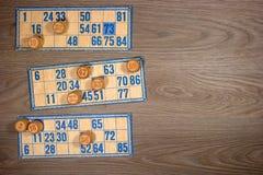 葡萄酒乐透纸牌:小桶和卡片 免版税库存图片