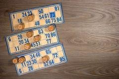 葡萄酒乐透纸牌:小桶和卡片 免版税库存照片