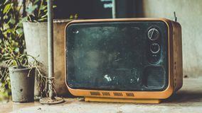 葡萄酒便携式的电视老收藏 库存图片