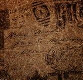 葡萄酒信封,在与织地不很细古色古香的纸的脏的样式。 免版税库存图片