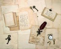 葡萄酒信件和手写的明信片 免版税库存照片