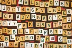 葡萄酒信件和数字自动电唱机按钮 免版税库存图片