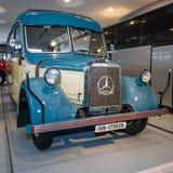 葡萄酒公共汽车游览有软头等的奔驰车O2600教练, 1940年 免版税库存图片