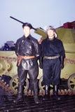 葡萄酒军用衣裳的两个人在红场在莫斯科 免版税库存图片