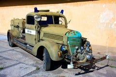 葡萄酒军队消防车 库存照片