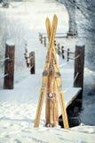 葡萄酒冬天滑雪 免版税库存图片