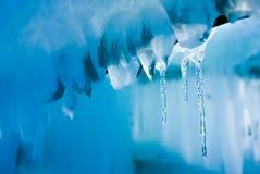 葡萄酒冰柱背景,熔化的冰柱 图库摄影