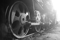 葡萄酒减速火箭的火车的轮子 库存图片