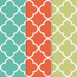 在三种不同时髦颜色的无缝的三叶草样式背景 免版税图库摄影