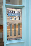 葡萄酒减速火箭的香烟机器 库存照片