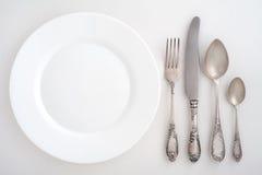 葡萄酒利器设置了与叉子,刀子,匙子 免版税库存照片
