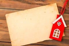 葡萄酒包装纸和红色木房子老背景的 图库摄影