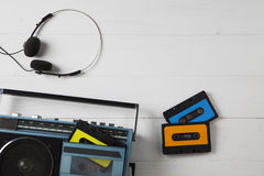 葡萄酒卡式磁带收音机80s 库存照片