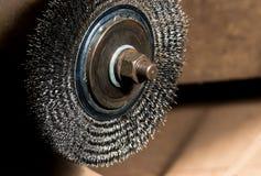 葡萄酒古色古香的汽车金工车间电研磨机导线轮子 免版税库存图片