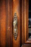 葡萄酒古色古香的门把手 免版税库存图片